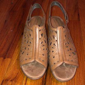 Rockport tan sandals